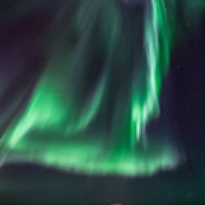 Aurores boréales en baie de Reykjavik