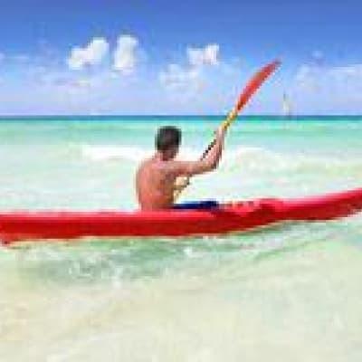 Kayak dans l'océan Pacifique