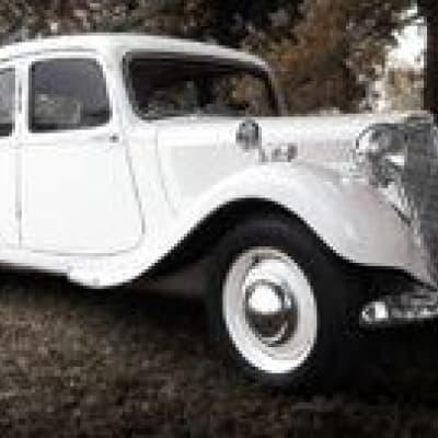 Visite d'une collection de voitures anciennes au Garden Hotel