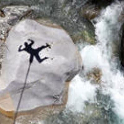 Saut à l'élastique sur la Route des cascades