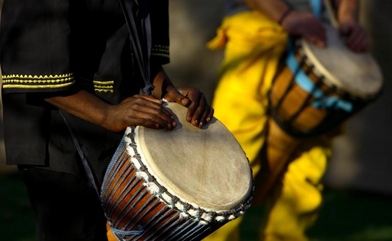 Visite d'une école, safari et diner avec chants et danses traditionnels