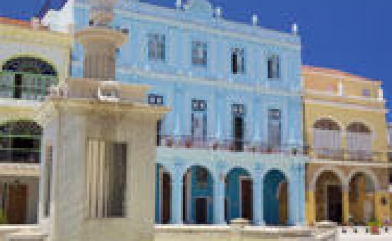 La Havane moderne en coco taxi