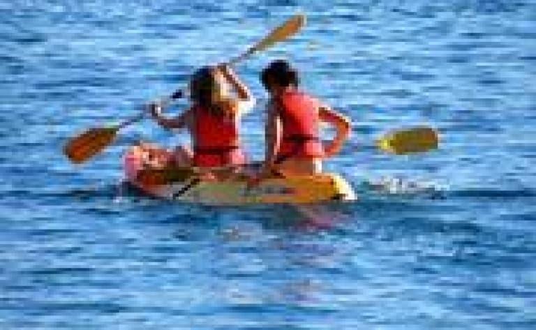 Kayak sur la rivière de Bengoh