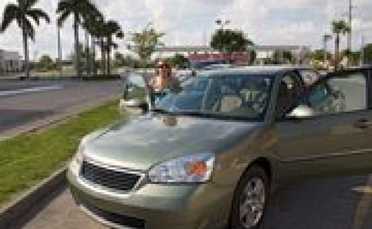 Votre voiture et votre chauffeur/guide privé francophone