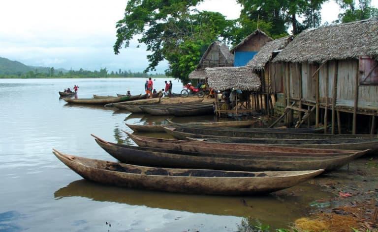 Tombeaux Mahafaly et arrivée au village de pêcheur d'Ifaty