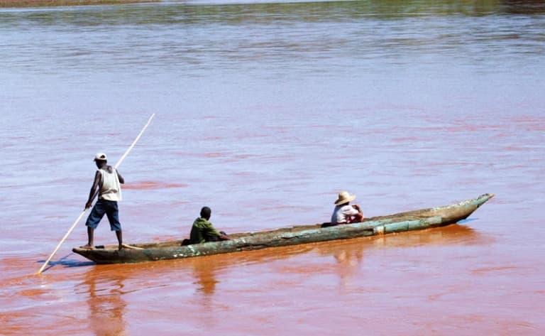 La descente du fleuve Manambolo