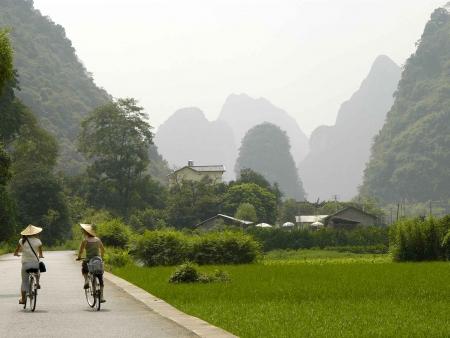 Yangshuo, entre campagne et pics karstiques verdoyants