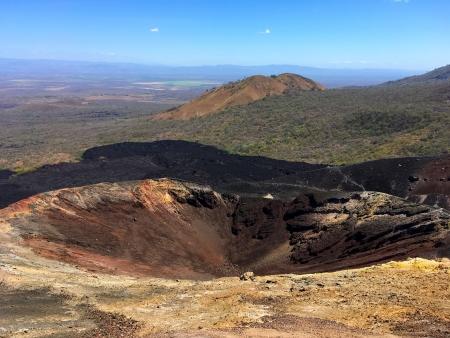 Surfer sur les cendres volcaniques du volcan Cerro Negro