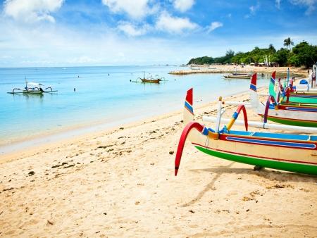 Eau turquoise et sable chaud à l'ombre des cocotiers !