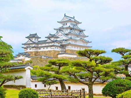 Le Château d'Himeji et les Néons d'Osaka