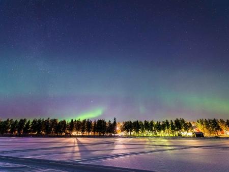 Randonnée en raquettes sous les aurores boréales