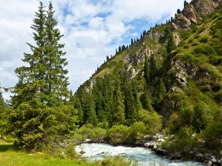 Traversée de la rivière Karakol