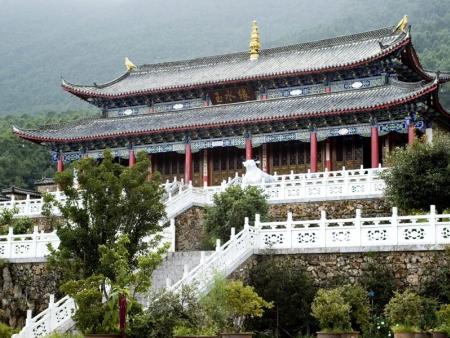 L'étang du Dragon Noir et l'Institut Dongba