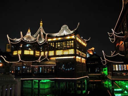 Le Temple du Bouddha de Jade, le Musée d'art et d'Histoire, la Vieille ville & le Jardin Yu