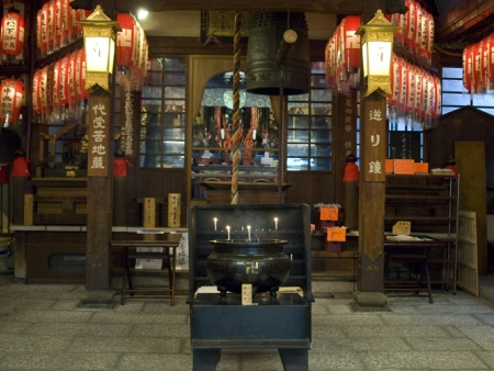 Visit temples, Okuno-in Cemetery and spend the night in a shukubo
