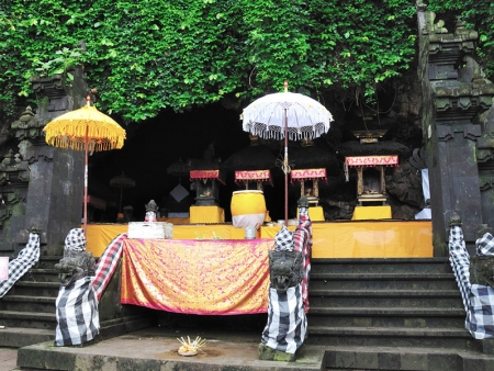 Du marché traditionnel au temple de Goa Lawah