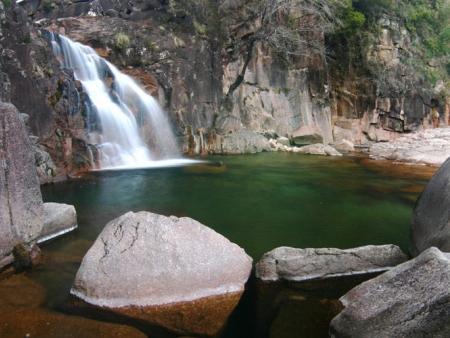 Randonnées et baignades dans la cascade